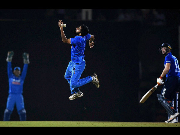 Mohit Sharma attempts a catch