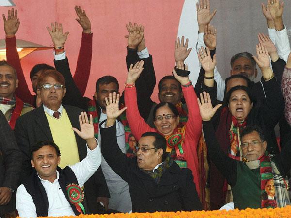 'vikas ka pahiya, Akhilesh bhaiya' its slogans galore in UP