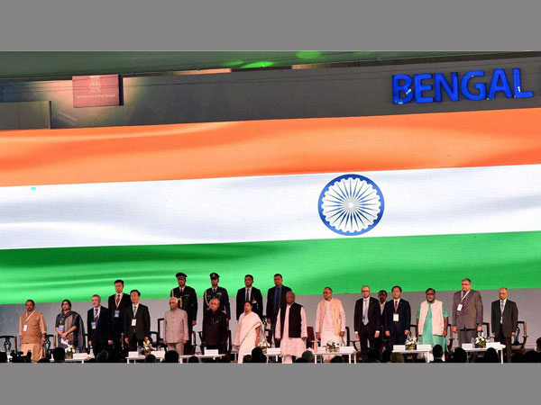 President Pranab Mukherjee with West Bengal Governor KN Tripathi, Chief Minister Mamata Banerjee and others singing National anthem during inauguration of Bengal Global Business Summit in Kolkata.
