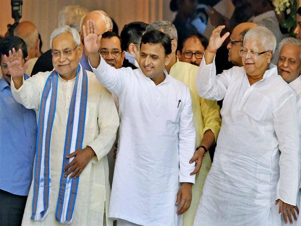 Mulayam should give his blessing to Akhilesh: Lalu Prasad Yadav