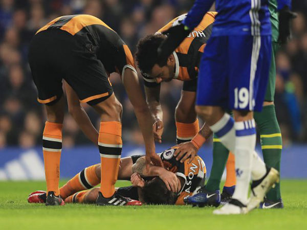 Ryan Mason injured (on the ground) (Image courtesy: Premier League Twitter handle)