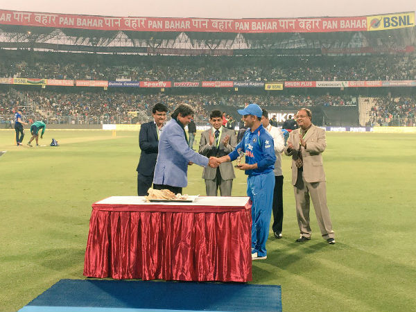 3rd ODI: MS Dhoni felicitated by Sourav Ganguly at Eden Gardens