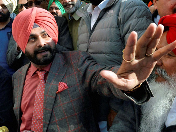 Navjot Singh Sidhu takes on Badals, says they have looted Punjab