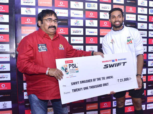 HS Prannoy (right) at award ceremony (Image courtesy: PBL Twitter handle)