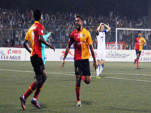 Robin Singh (right) celebrates after scoring the winning goal (Image courtesy: I-League Twitter handle)