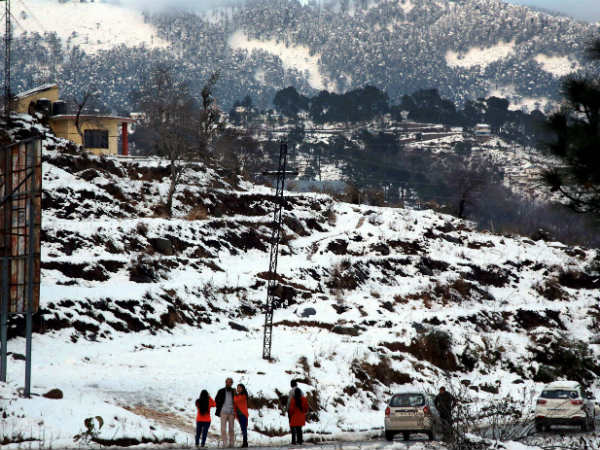 Fresh snowfall on Kashmir highway, decision to allow traffic later
