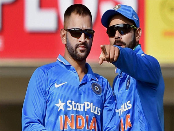 File photo: Dhoni (left) and Kohli