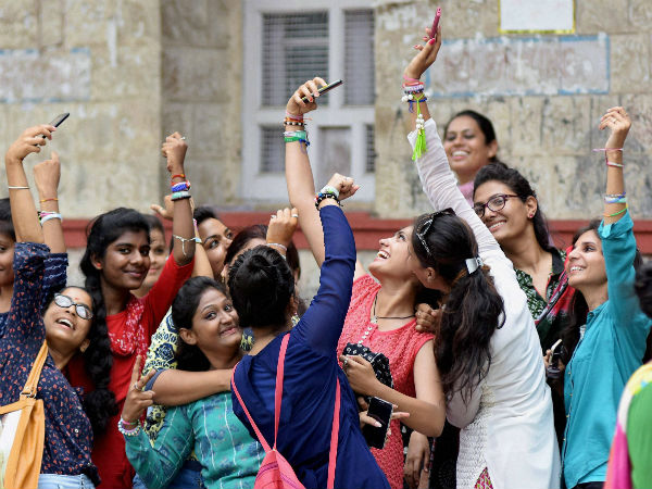 Miranda House students can be suspended for clicking selfies, combing hair