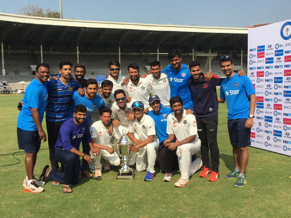 Rest of India team with Irani Cup (Image courtesy: BCCI Domestic Twitter handle)