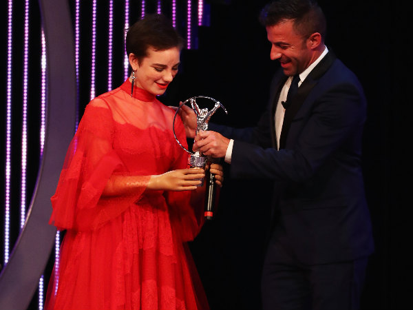 Beatrice Vio (left) collects her award from Alessandro Del Piero
