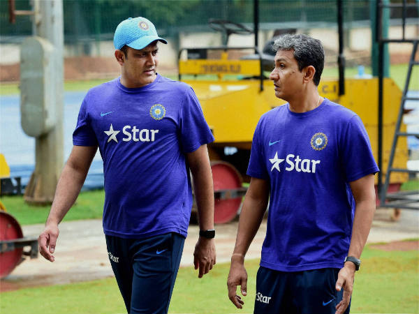 File photo: Anil Kumble and Sanjay Bangar (right)