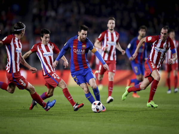 Lionel Messi (centre) in action against Atletico Madrid