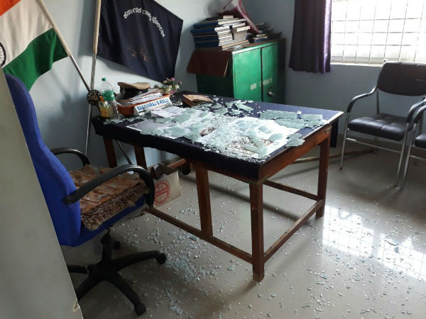Mob vandalise police station in Gadag