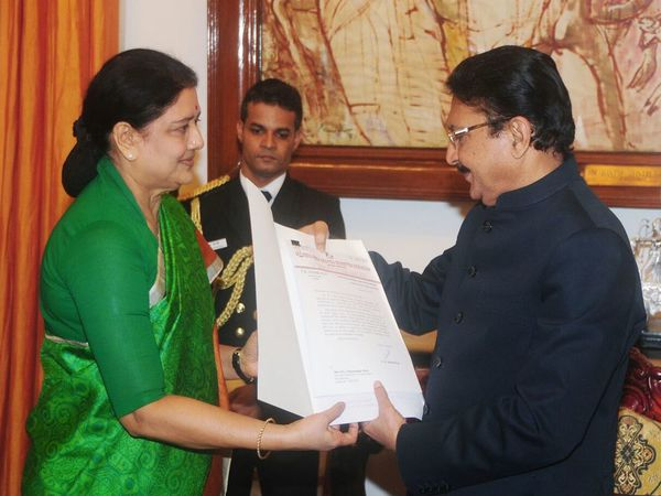 Sasikala meeting TN Governor Vidyasagar Rao
