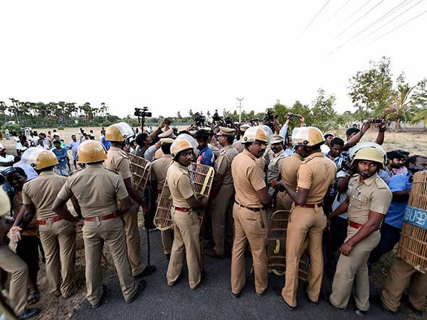 Police enter resort in TN where Sasikala's MLAs are lodged