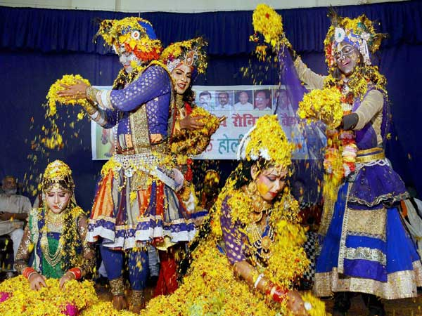 Radha, Krishna come alive on stage