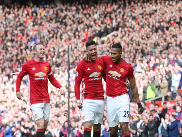 Manchester United players celebrate (Image courtesy: Manchester United Twitter handle)