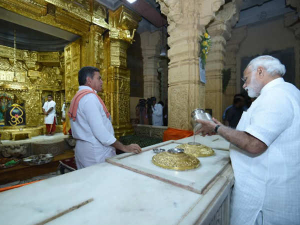 Modi performs Jalabhishek at Somnath temple