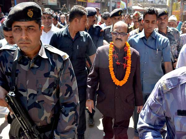 Amar Singh coming out after offering prayers at Kashi Vishwanath Temple on the occasion of Mahashivratri in Varanasi