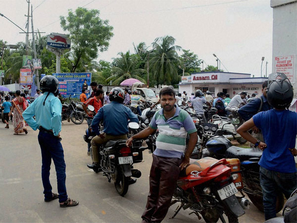 BS-III vehicle ban: Heavy discounts on bikes, trucks and buses
