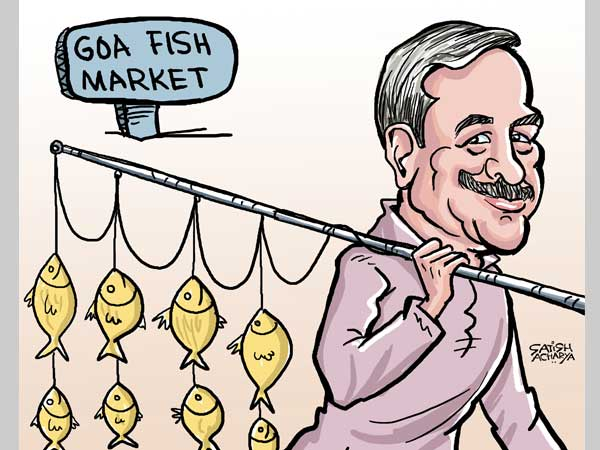 Manohar Parrikar tries to fish in troubled waters in Goa