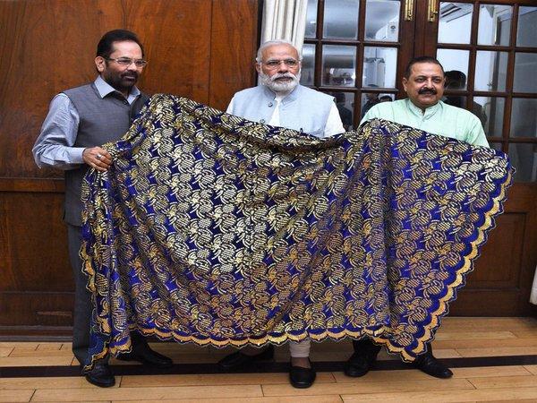 Modi sends <i>chaadar</i> to Ajmer Dargah