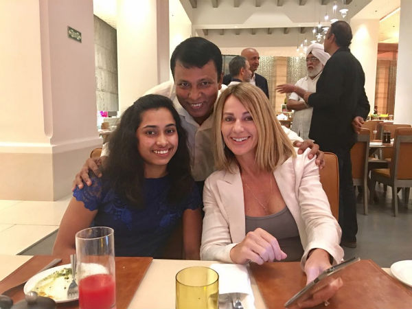 Dipa Karmakar (left) with Nadia Comaneci (Image courtesy: Dipa Karmakar Twitter handle)
