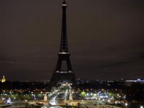 Eiffel Tower goes dark at midnight for London victims