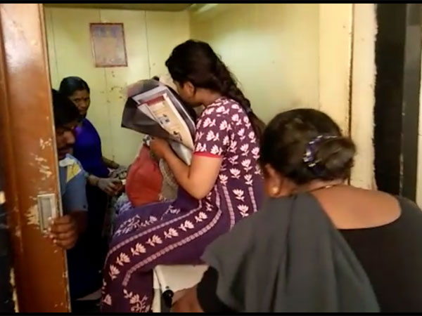 Four pregnant women ferried on a single stretcher in Karnataka hospital