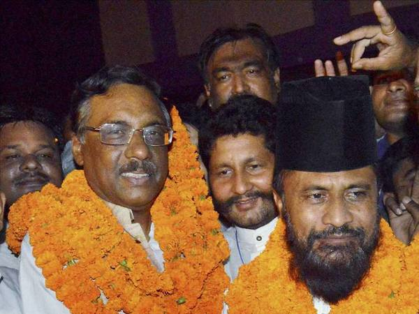 Would like to judge Adityanath by performance, says JD-U's Pawan Verma