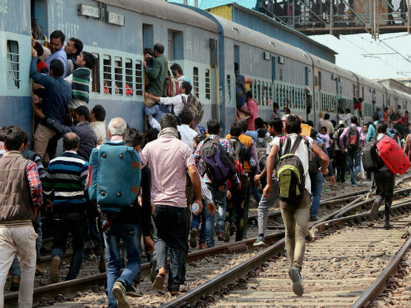 Special trains between Howrah and Ranchi for Diwali, Chhath. PTI file photo