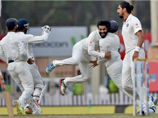 Jadeja jubiliates with his teammates after dismissing Australian batsman David Warner during 4th day of 3rd Test Match in Ranchi.