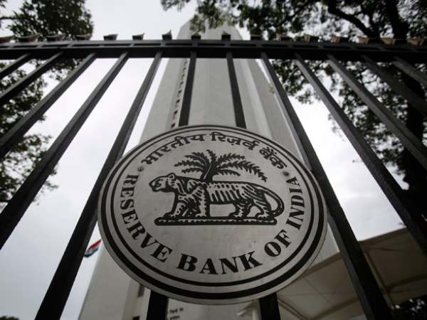 RBI refuses to answer RTI query on why note conversion not allowed till Mar 31?