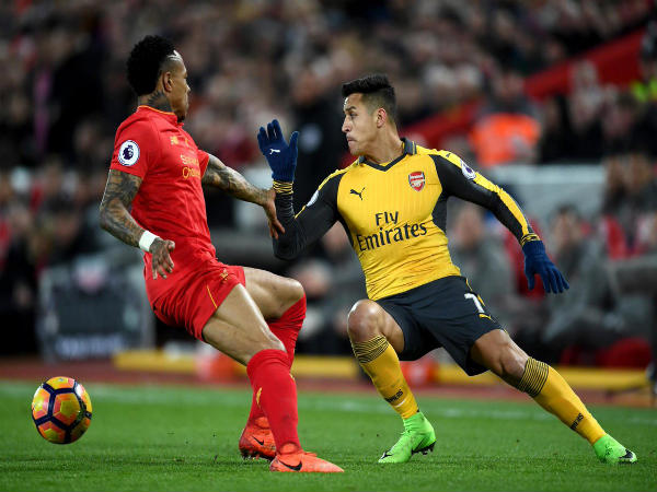 Alexis Sanchez (right) in action against Liverpool (Image courtesy: Premier League Twitter handle)