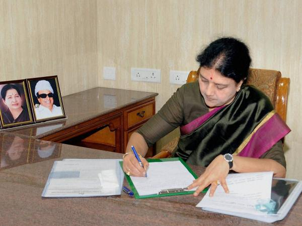 Sasikala faction files reply on AIADMK symbol row