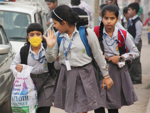 School children wear anti-air pollution mask as a protective gear