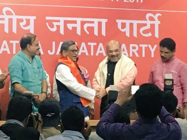 Ahead of polls in Karnataka, S M Krishna joins BJP