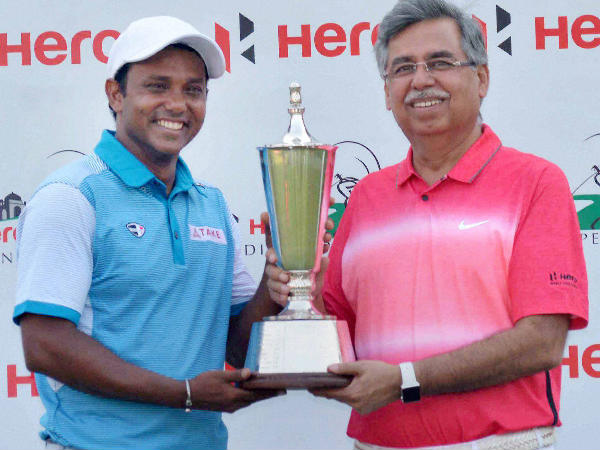 File photo: SSP Chawrasia (left) with Indian Open 2016 trophy