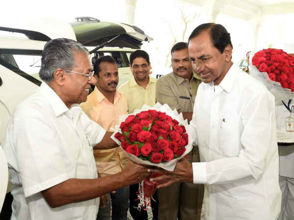 KCR holds discussion with Kerala CM