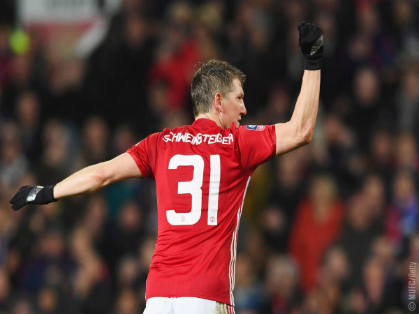 Bastian Schweinsteiger leaves Manchester United to join Chicago Fire