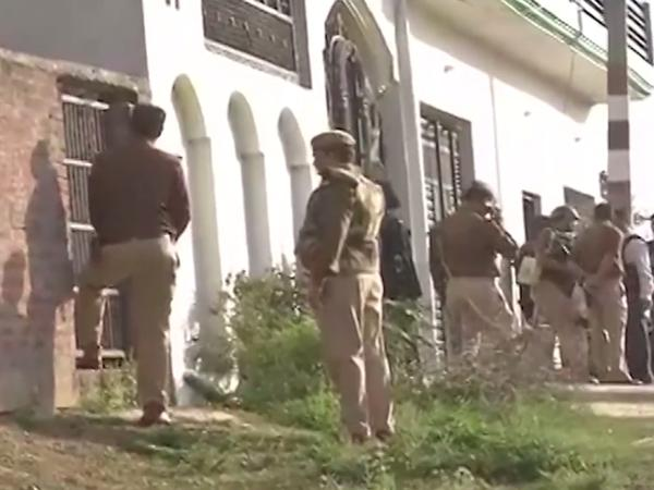 Suspected terrorist holed up near Lucknow
