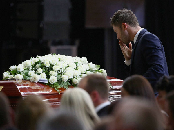 Michael Clarke pays his respect to Phillip Hughes at his coffin during his funeral in Macksville, Australia, on Dec 3, 2014.