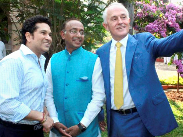 Turnbull clicks a selfie with Sachin Tendulkar and Union Sports Minister Vijay Goel