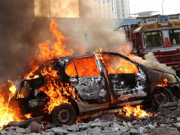 Auto Lifters Set Three Cars On Fire In Gurgaon Oneindia News