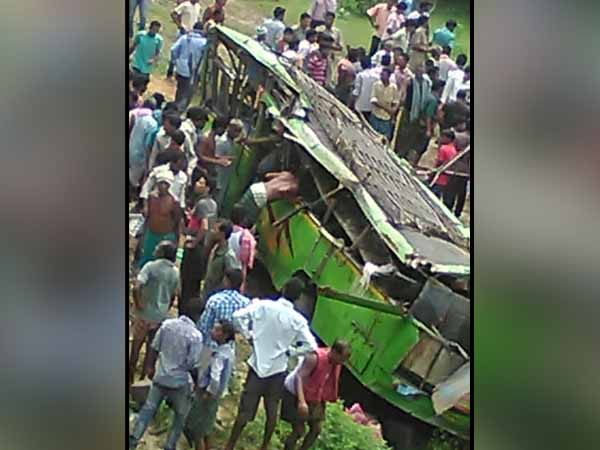 8 killed, 60 injured as bus overturns in Jharkhand