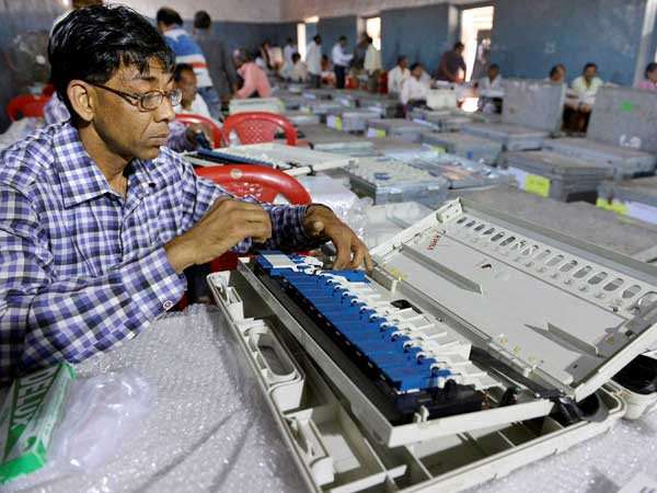 Even manufacturers cannot manipulate EVMs, says EC