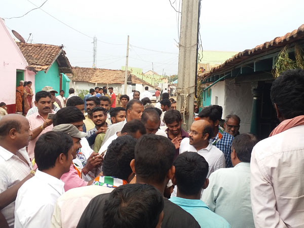 Yathindra Siddaramaiah on a campaign trail in Hosuru, Gundlupet