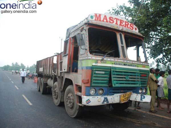 13 killed in Tirupati accident had come to file complaint against sand mafia