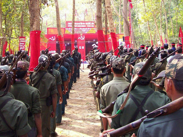 What is the 12,000 member 'jan militia' that backs Maoists