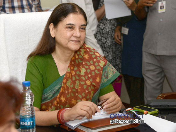Maneka writes to HRD, says fatther's name should not be mandatory in degree forms